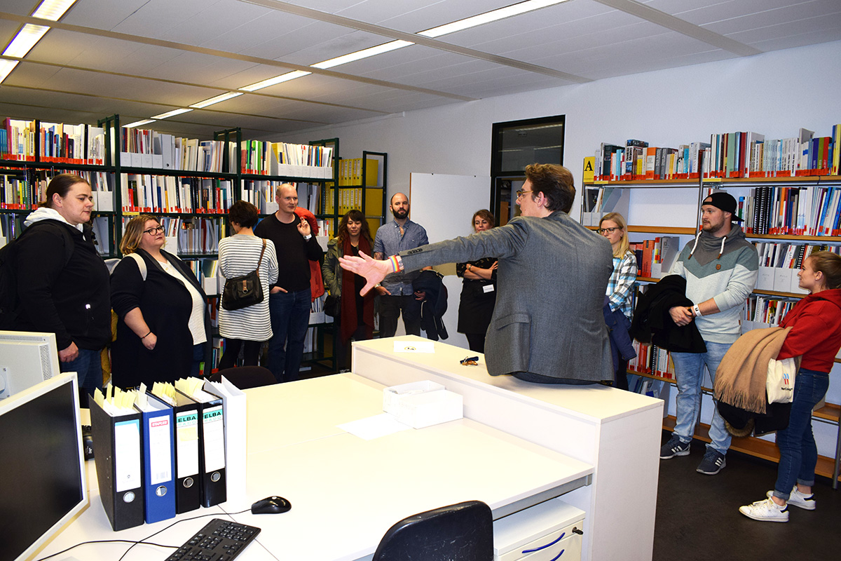 Guided tour through the DOMiD library with DOMiD employee Timothy Tasch during the Museum Night Cologne 2019.