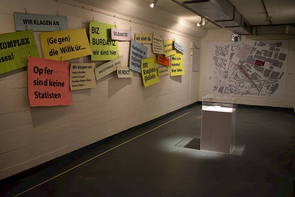 "Motiv Migration - Kölner Geschichte(n) | 16.03.2019 - 12.04.2019 | Kulturbunker Cologne-Mülheim | DOMiD conducted ""Projekt Migration"" in cooperation with the Kölnischer Kunstverein, the Institute for Cultural Anthropology and European Ethnology at the Goethe University, Frankfurt am Main, and the ""Institut für Theorie der Gestaltung und Kunst an der Hochschule für Gestaltung und Kunst"" in Zürich. The project was sponsored by the German Federal Cultural Foundation. The project covered a variety of research projects, art campaigns, events, and film programmes. At the centre of all this work was the history of labour migration since the 1950s, as well as the societal changes brought about by these migration movements. One of the many events and campaigns was an exhibition, which could be found between the autumn of 2005 and early 2006 at four different places in central Cologne. The exhibition marked the 50th anniversary of the signing of the German-Italian labour recruitment agreement on 20 December 2005. This was the formal beginning of migration between various Mediterranean countries, as well as Portugal, and Germany. The exhibition focused on the societal changes effected by migration. It thus presented a Germany and Europe shaped by migration. Beyond that, from a consideration of history and the present situation, it mapped out the question of the future potential of migration. A multilingual catalogue published by DuMont Verlag complemented the exhibition. It contained photographic and artistic images, documents, and interviews, as well as essays contributed by international scholars. For its extraordinary design, concept, and workmanship, the catalogue was awarded a prize by the Stiftung Buchkunst in 2005. (Picture: DOMiD-Archive, Cologne)."